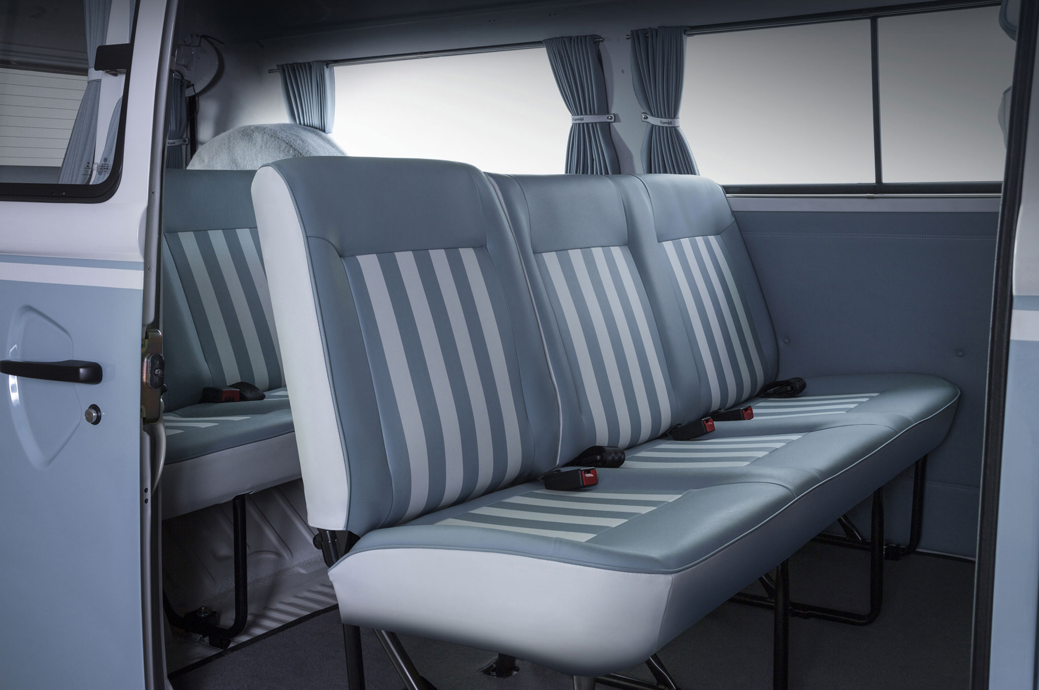 56 anos kombi last edition campervan crazy for Vw kombi interior designs