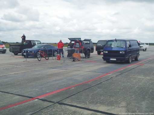 Start of the 1/8 mile race, T3 vanagon against a Ford Mustang.