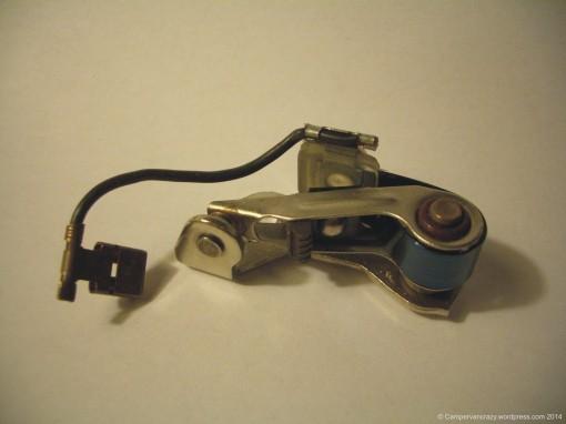The broken part, contact-breaker point  (German Unterbrecherkontakt).